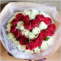 ラウンドinハート~Cuteでまあるいバラのハートの花束~