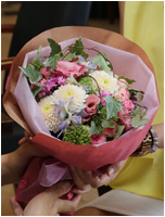 かわいいウェディングブーケ風花束 6500円(税込)